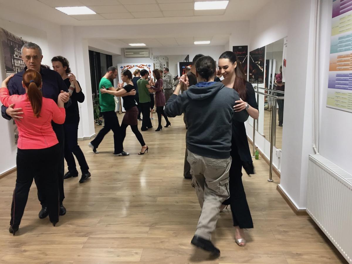 """Întrebări frecvente / """"mituri"""" de tango"""